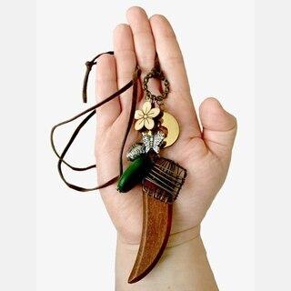【発送は+185円】木彫り風ウッドと蝶や木の実のモチーフ ナチュ...