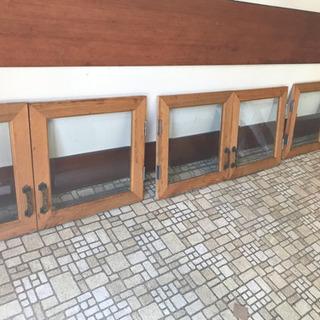 古い喫茶店で使われていた上質なガラス扉