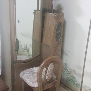 おしゃれなアンティーク家具鏡台。無料!