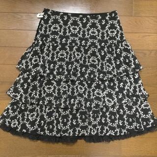 レストローズ  小花柄黒色スカート