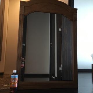 アンティークの大きな鏡