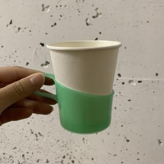 紙コップとカップホルダー