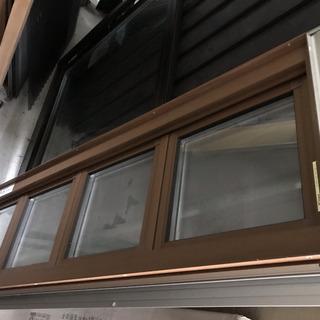 サッシ  オーニング窓  新品在庫品