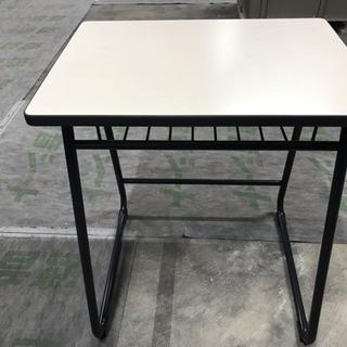 塾で使用した机とイス