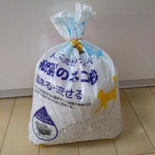 トイレに流せるタイプの紙製のネコ砂
