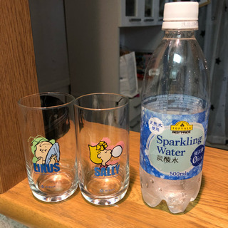 【0円】【中古】ガラスのコップ ライナスとサリー