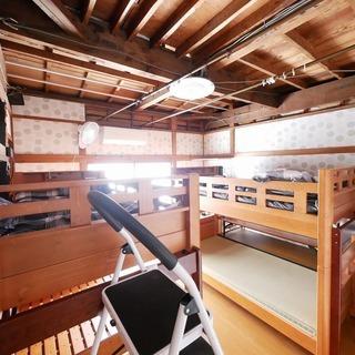 1部屋4名宿泊できます。杉田駅徒歩9分。