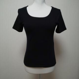 黒の半袖Tシャツ