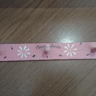 ピンク色のフック