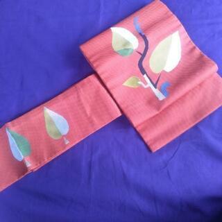 名古屋帯:鮮やかな橙色に金黒白黄黄緑紺刺繍
