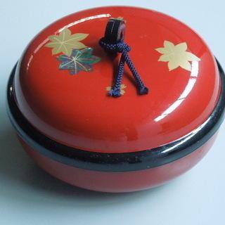 朱に金の紅葉柄 蓋つき菓子盆