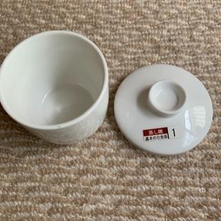 絵を書く時に使っていた茶碗蒸しの容器です。