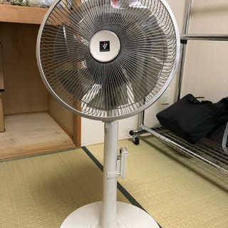 SHARP扇風機3000円で売ります。