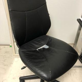 椅子。破れあり