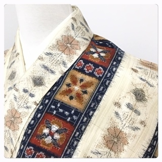 美品 特選 裄66 身丈160 袷 花模様 織り出し 紬 正絹...