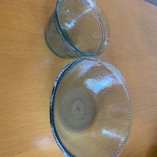 プラスチック製コップと器