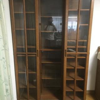スライド式の本棚です。
