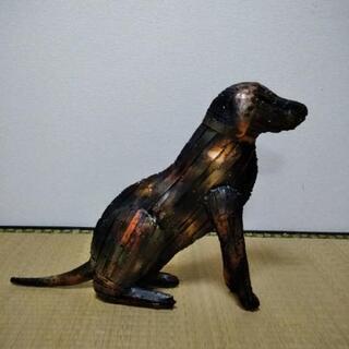 オブジェ 金属製の犬