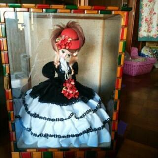 ガラスケース入り人形