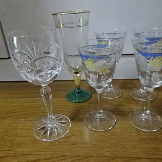 【近日処分予定】可憐なワイングラス5つ+シャンパングラス