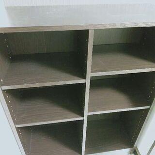 大きさ充分! 落ち着いた雰囲気の本棚
