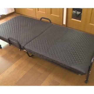 折りたたみベッド2台