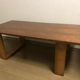 カフェ風木製テーブル