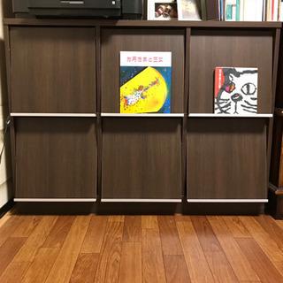 本を飾れる棚