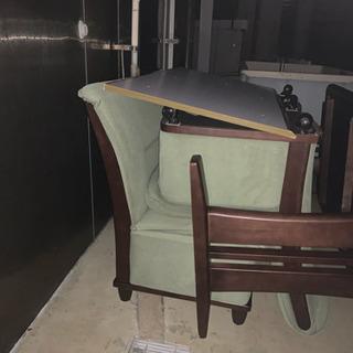 テーブルとソファのセット