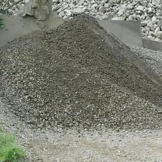 台風でぬかるんだ所に!格安❗リサイクル砂利砕石!少量配達可!