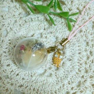 メンフクロウの羽根&ミミズクチャームの大きめガラスドームストラッ...
