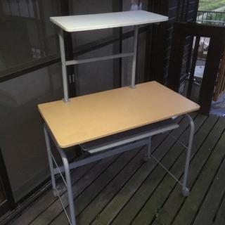 パソコン作業で使えるテーブル