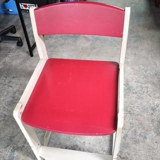 [赤い椅子]2個あります。⁑リサイクルショップヘルプ