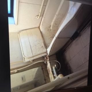 浴室クリーニング  浴槽から壁・床・天井すべてをピカピカにいたします。