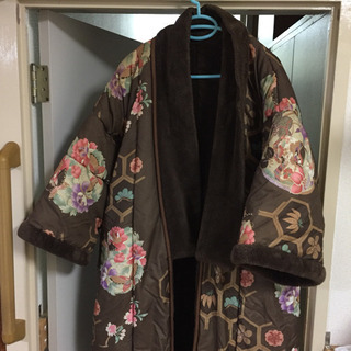 かいまき(分厚い毛布の羽織り?)