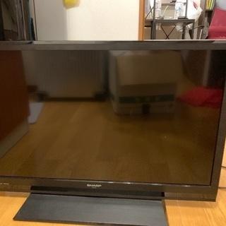 32インチのシャープの液晶テレビです。外付けで録画機能も付いてます。