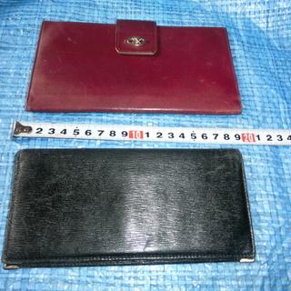 セリーヌワインレッドとニナリッチブラックの財布
