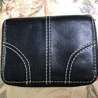 美品  黒牛革  紳士用折財布