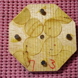 役目を終えたネオジウム磁石付きの正8角形の木札 75㎜×75㎜ ...