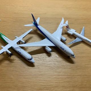 ヘリ、旅客機、戦闘機の模型