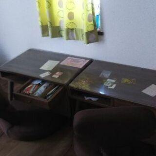 小さめ学習机 椅子 2台ずつ