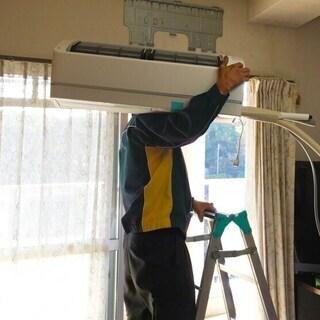 エアコンの取外し工事を致します。