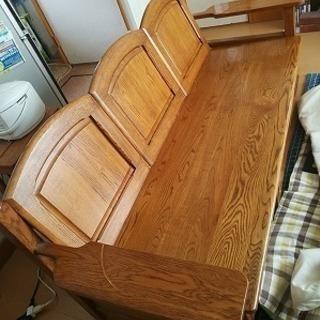 木製3人がけの椅子