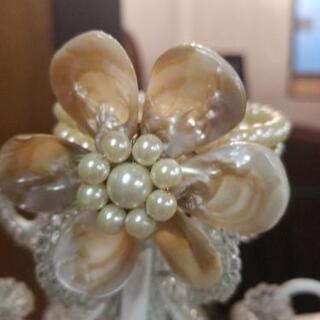 貝殻で出来た花のブレスレット パールホワイト