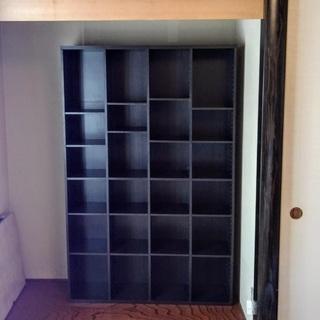 棚の高さが自由自在の本棚(飾り棚)