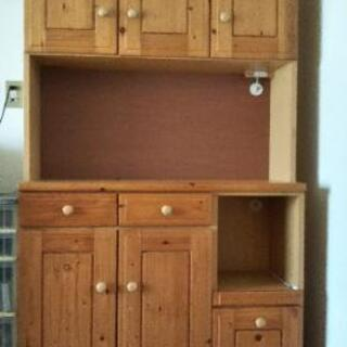 カントリー調食器棚