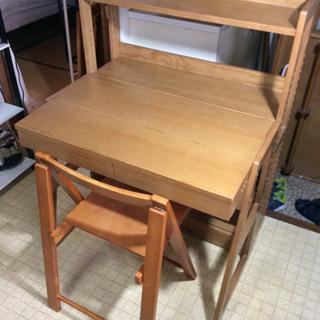 木製組み立て式デスクと棚と椅子