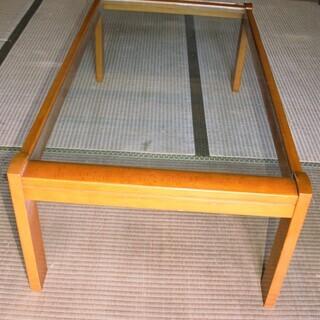 ガラス天板座卓カリモク家具です。