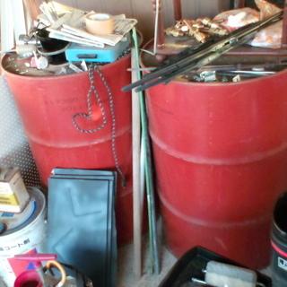 ドラム缶や雑貨 アルミ引き出し棚 テーブル証明など