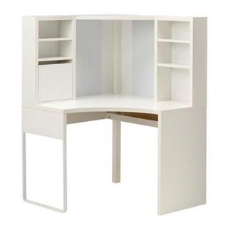 白い シンプルでオシャレな勉強机